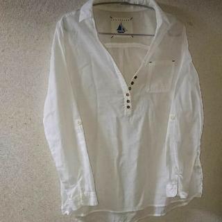 ジエンポリアム(THE EMPORIUM)の白シャツ(シャツ/ブラウス(長袖/七分))