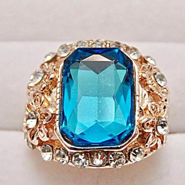 即購入OK*訳ありライトブルーストーンアンティーク調ピンクゴールド指輪 レディースのアクセサリー(リング(指輪))の商品写真