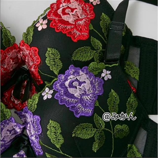 豪華絢爛✨♥️エレガントフラワー刺繍ブラショーツセット レディースの下着/アンダーウェア(ブラ&ショーツセット)の商品写真