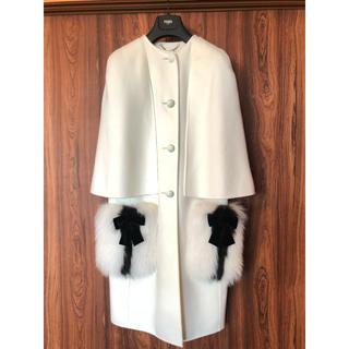 フェンディ(FENDI)のフェンディ コート ホワイトウールコート fendi 毛皮 ポンチョ ケープ 白(毛皮/ファーコート)