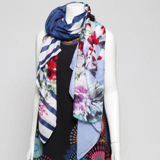 デシグアル(DESIGUAL)の新品♡定価9900円 デシグアル スカーフ ホワイト柄 大特価‼️(バンダナ/スカーフ)