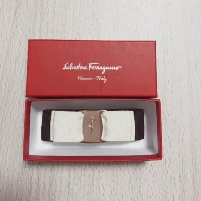 Salvatore Ferragamo(サルヴァトーレフェラガモ)の正規品 新品フェラガモ バレッタ バイカラー レディースのヘアアクセサリー(バレッタ/ヘアクリップ)の商品写真