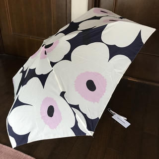 マリメッコ(marimekko)の日本未発売 マリメッコ  折りたたみ傘 フィンエアー限定 ショッパー付き(傘)