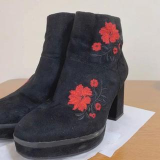 ジーユー(GU)の柄付きブーツ 黒 GU(ブーツ)