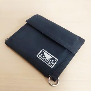 バッドボーイ(BADBOY)のバッドボーイ二つ折り財布 黒 カードポケット×4 紙幣ポケット コイン入れ(折り財布)