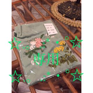 イセタン(伊勢丹)のリボン刺繍巾着 ☆ Mサイズ(ポーチ)