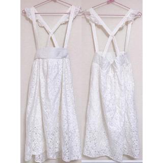 イーハイフンワールドギャラリーボンボン(E hyphen world gallery BonBon)のサスペ付き白レーススカート(ひざ丈スカート)