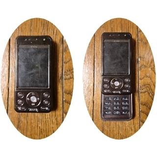 エヌティティドコモ(NTTdocomo)のスライドガラケー D704i ブラウン フォーマ ドコモ(携帯電話本体)