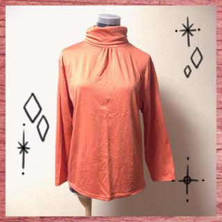 ユニクロ(UNIQLO)の裏起毛ハイネックトップス ブラッドオレンジ色(カットソー(長袖/七分))
