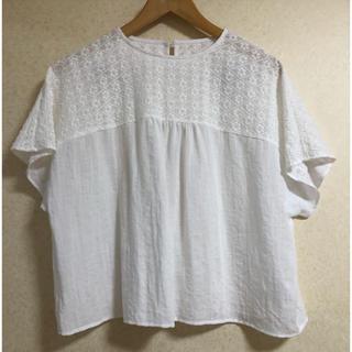 メルロー(merlot)のmerlot 花刺繍デコルテブラウス(シャツ/ブラウス(半袖/袖なし))