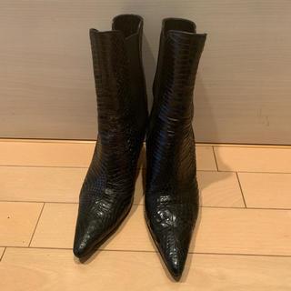 マノロブラニク(MANOLO BLAHNIK)のマノロブラニク ♡サイドゴアショートブーツ(ブーツ)