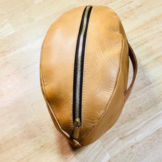 ラグビーワールドカップ2019記念 ボール型バッグ 生成りのイタリアンレザー(ラグビー)