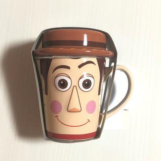トイストーリー(トイ・ストーリー)のトイストーリー ウッディ マグカップ 蓋つき 新品未使用 ディズニーランド (グラス/カップ)