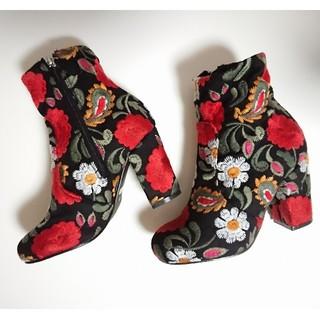 スライ(SLY)の新品 スライ SLY 黒ショートブーツ 刺繍 花柄(ブーツ)