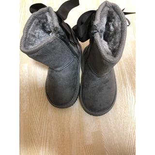 プティマイン(petit main)のプティマイン  新品 14cm ムートンブーツ リボン グレー(ブーツ)