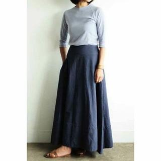 マディソンブルー(MADISONBLUE)の新品タグ付 マディソンブルー BACK SATIN マキシフレアスカート(ロングスカート)