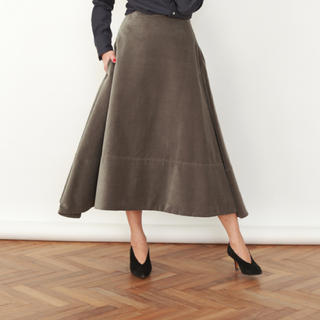 マディソンブルー(MADISONBLUE)の美品  マディソンブルー コーデュロイミモレフレアスカート (ロングスカート)