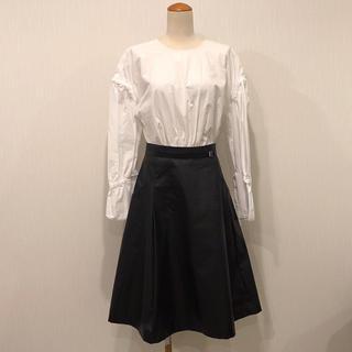 トーガ(TOGA)の美品【TOGA PULLA】フェイクレザーAラインスカート(ひざ丈スカート)