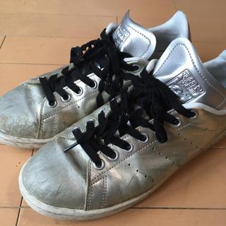 アディダス(adidas)のアディダススタンスミス  シルバー 24.5(スニーカー)