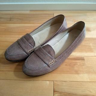 イセタン(伊勢丹)のエナメルローファー 25.5cm ベージュ(ローファー/革靴)