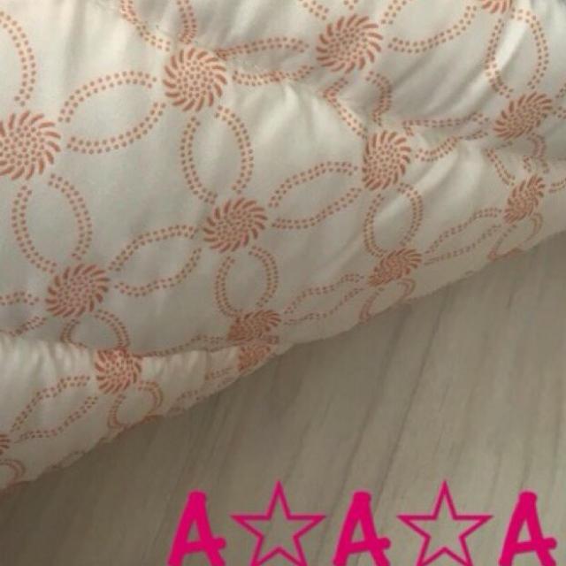 新品♡極厚♡ふかふかミッキー柄ラグ プレイマット お昼寝布団 キルティング キッズ/ベビー/マタニティの寝具/家具(フロアマット)の商品写真
