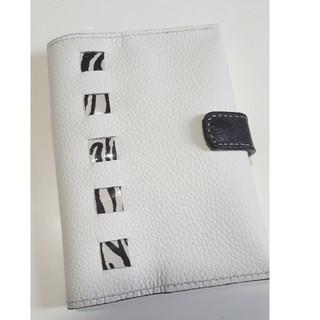 白×ゼブラ柄の手帳カバー(ブックカバー)