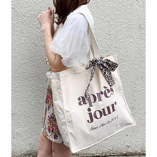 ワンアフターアナザーナイスクラップ(one after another NICE CLAUP)の【新品】apres joir スカーフ付きキャンバスバッグ(トートバッグ)