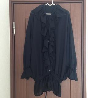 美品  フリルブラウス  シャツ  黒(シャツ/ブラウス(長袖/七分))