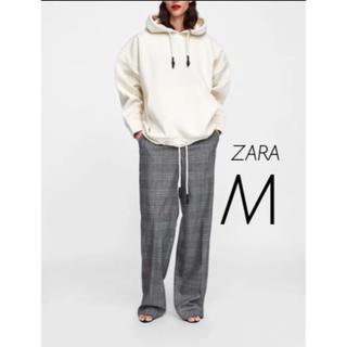 ザラ(ZARA)の【新品・未使用】ZARA カンガルーポケット付き パーカー フーディ M(パーカー)