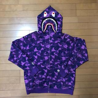 アベイシングエイプ(A BATHING APE)のA BATHING APE シャークパーカー L ファイヤーカモ 紫(パーカー)