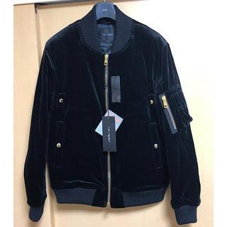 ウノピゥウノウグァーレトレ(1piu1uguale3)の新品1 piu 1 uguale 3定14.5万イタリア製ベルベットMA-1黒Ⅵ(ミリタリージャケット)