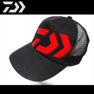 ダイワ(DAIWA)の新品 ダイワ トラッカー キャップ ブラック レッド 帽子(ウエア)