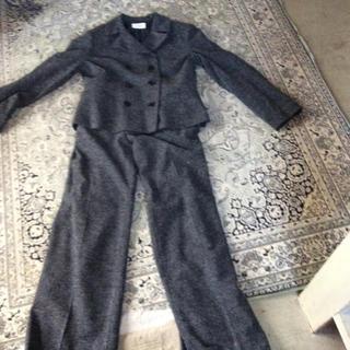 オト(OTO)の大きめのチャコールグレーのウールのパンツスーツ(スーツ)