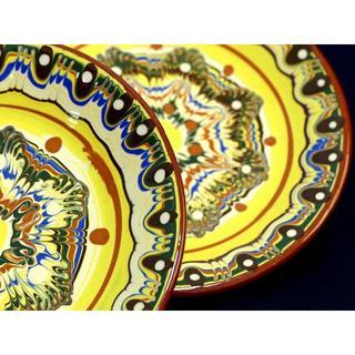 ★職人さんから直輸入!ブルガリアのかわいい黄色のお皿2枚(トロヤン焼き)(食器)