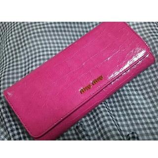 ミュウミュウ(miumiu)のMIUMIU ピンクかぶせ長財布  パスケース付き(財布)