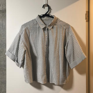 ジーユー(GU)のジーユー/GU サッカーストライプクロップドシャツ(5)TS+E(シャツ/ブラウス(半袖/袖なし))