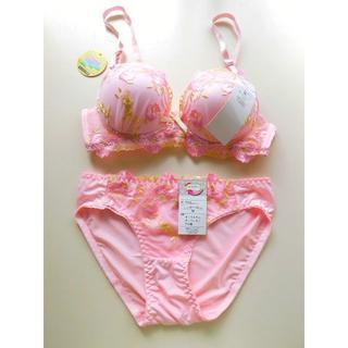 新品♥ピンク 花柄刺繍 ノンワイヤー ブラ&ショーツ M セット痛くない 盛り(ブラ&ショーツセット)