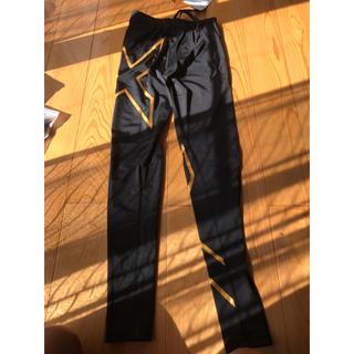 ツータイムズユー(2XU)の2XU  men's ロングパンツ Mサイズ gold silver計2着(レギンス/スパッツ)