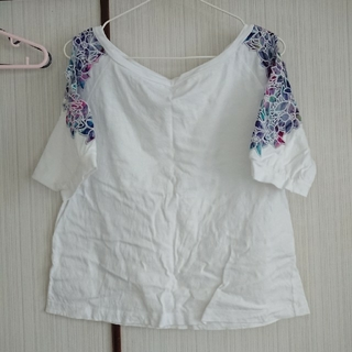 ジーナシス(JEANASIS)の白Tシャツ(Tシャツ(半袖/袖なし))