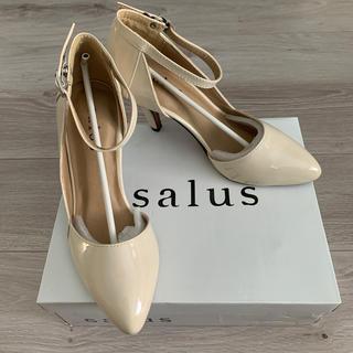 サルース(salus)のsalus パンプス ベージュ エナメル アンクルストラップ付き Lサイズ (ハイヒール/パンプス)