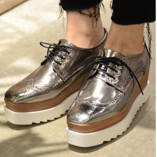 DONOBAN プラットフォームヴィングチップシューズ シルバー(ローファー/革靴)