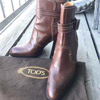 トッズ(TOD'S)の【本日迄特別値下げ 】美品 TOD'Sトッズ ステッチ ベルト ショートブーツ (ブーツ)