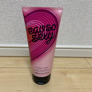 ヴィクトリアズシークレット(Victoria's Secret)の最新♡香水の香り ボディフレグランスクリーム VS 新品未使用(ボディクリーム)