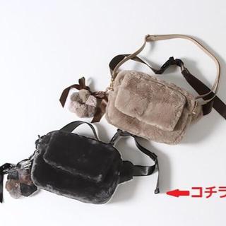インゲボルグ(INGEBORG)のインゲボルグ ファーチャーム付き3WAYのボディバッグ ノベルティ 黒(ショルダーバッグ)