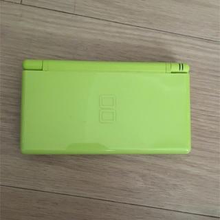 ニンテンドーDS(ニンテンドーDS)のNINTENDO DS (イエローグリーン)(携帯用ゲーム機本体)