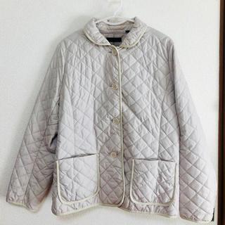ユニクロ(UNIQLO)の☆UNIQLO キルティングジャケット XL  ベージュホワイト(テーラードジャケット)