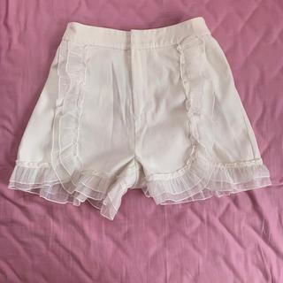 ディーホリック(dholic)のフリフリWhite pants(ショートパンツ)