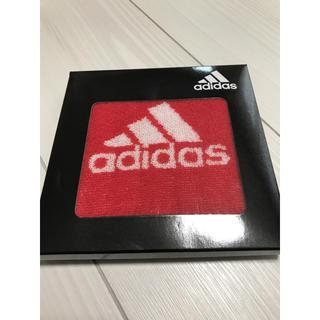 アディダス(adidas)のタオル ハンカチ 赤(ハンカチ)