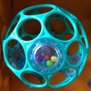 トイザラス(トイザらス)のオーボール ラトル ライトブルー 新品未使用(がらがら/ラトル)