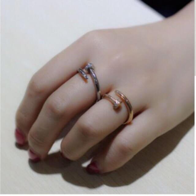 大人気★スワロ付き一本の釘リング  レディースのアクセサリー(リング(指輪))の商品写真